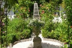 Im Rosengarten-min