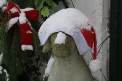 Weihnachten, viel sieht der Hund nicht mehr-min