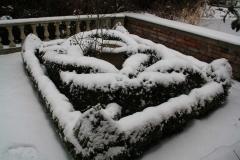 Knotengarten-im-Schnee-min