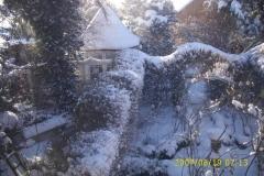 Winter Blicj von oben auf Pavillon und Rosengarten-min